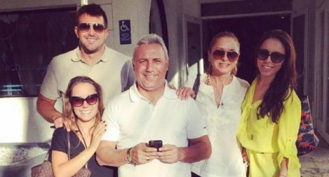 Камата събра семейството в Маями