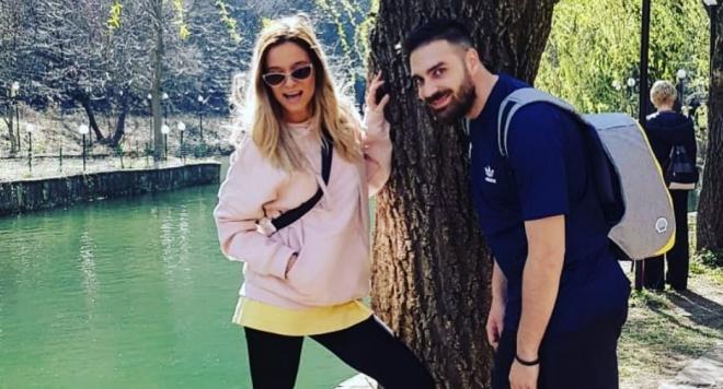 От миналата година рапърът има връзка с танцьорката Кристин Петринска,