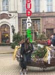 Мис Силикон Виктория Петрова изпразни портфейла на гаджето си в Будапеща