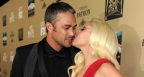 Лейди Гага и годеникът ѝ не спират да се целуват