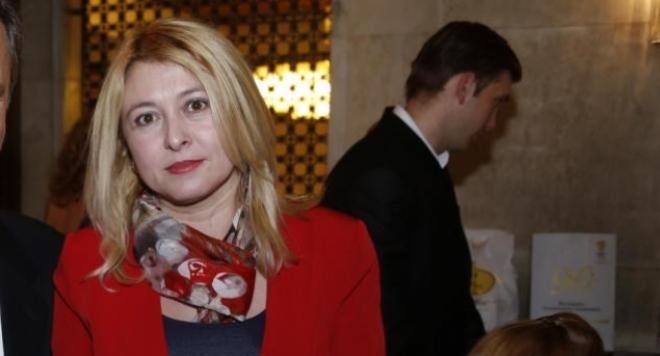Сираци наградиха Айсехел Руфи с почетен приз